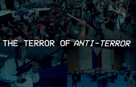 """Gambar dari protes-protes di Filipina dengan tulisan """"The Terror of Anti-Terror"""" di atasnya."""